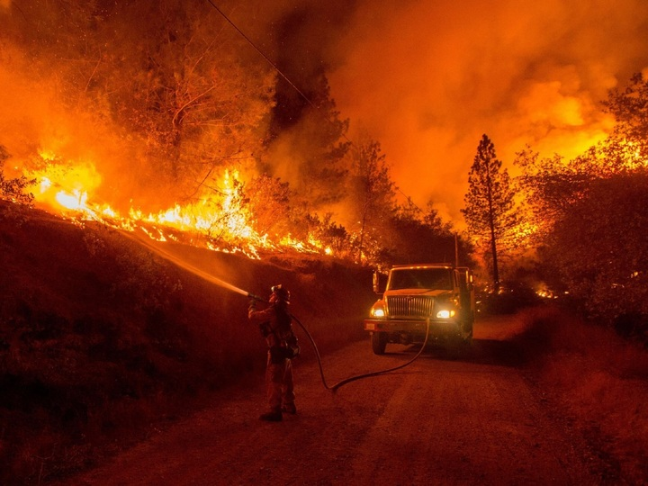 firefighter fighting wildfire